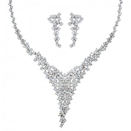 Set elegant din argint cu cercei și colier decorat cu zirconii [0]