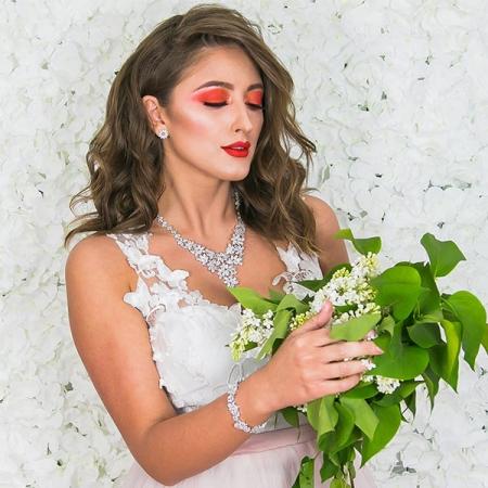 Set bijuterii pentru mireasă cu cercei și colier cu motive florale și cristale [2]