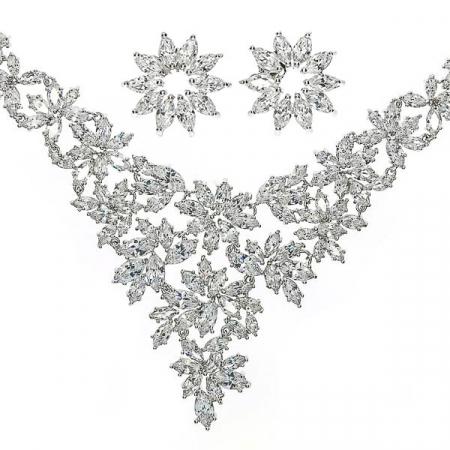 Set bijuterii pentru mireasă cu cercei și colier cu motive florale și cristale [1]