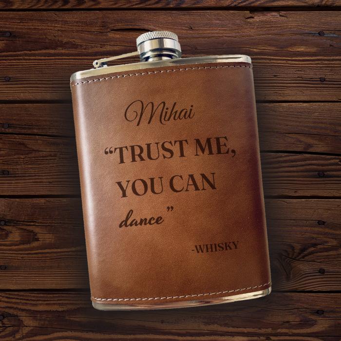 Sticlă de buzunar din piele Dance, personalizată cu nume [0]