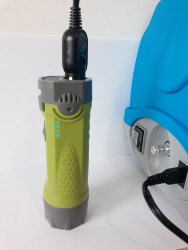 Baterie externa si lanterna Jet2Go2