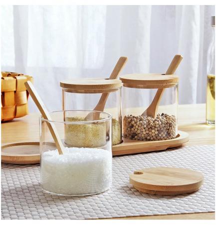 Set pentru condimente, 3 recipiente sticla Borosilicata, cu lingurite, capace si tava din bambus, 30x10x10 cm3