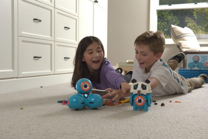 DASH & DOT - kit de super roboți pentru copii 3
