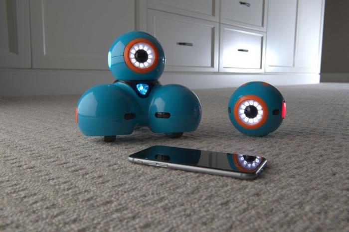 DOT Robotul amuzant de la Wonder Workshop 2