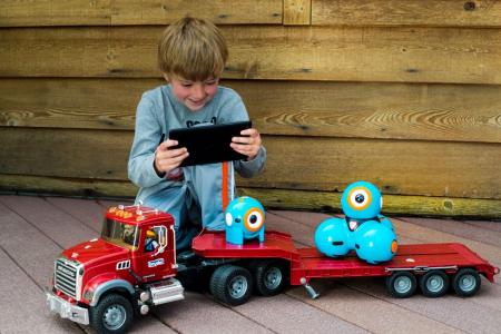 DASH & DOT - kit de super roboți pentru copii1