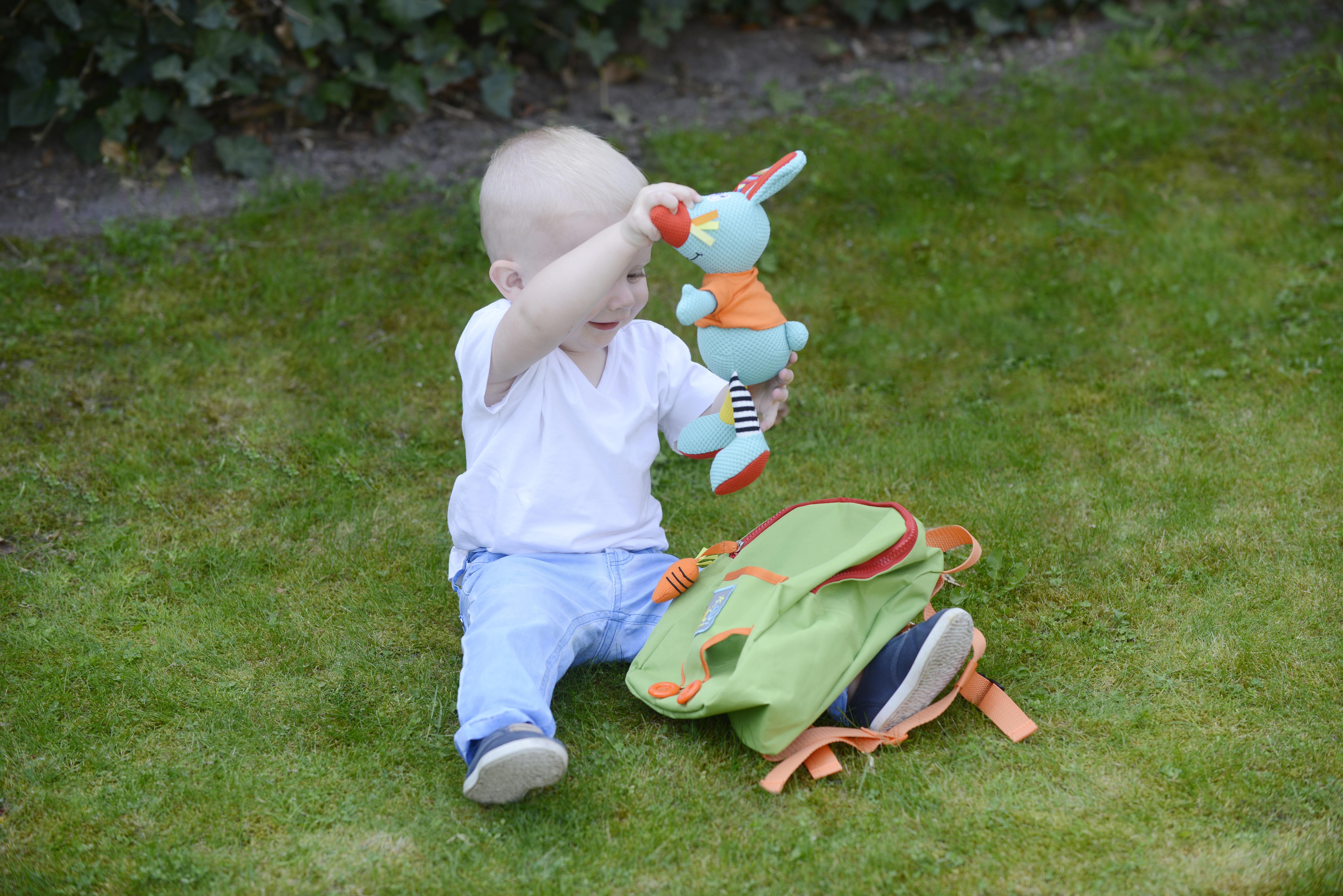 Rucsac pentru copii, cu jucărie senzorială iepuraș 2