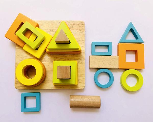 Joc lemn forme Geometrice 4 nivele - Sortator forme Geometrice 4 coloane 0
