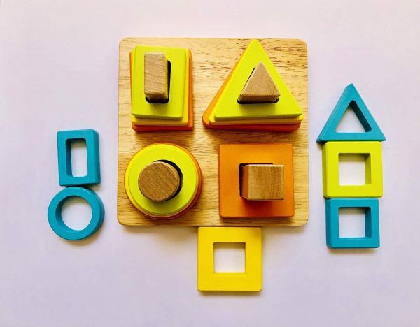 Joc lemn forme Geometrice 4 nivele - Sortator forme Geometrice 4 coloane 1