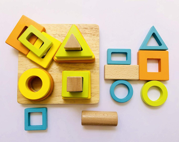 Joc lemn forme Geometrice 4 nivele - Sortator forme Geometrice 4 coloane 3