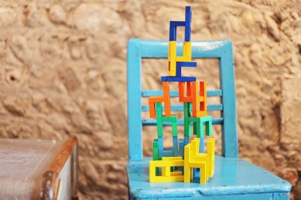 Joc din lemn Echilibru Scaunele colorate Goki 7