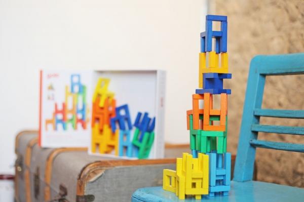 Joc din lemn Echilibru Scaunele colorate Goki 3