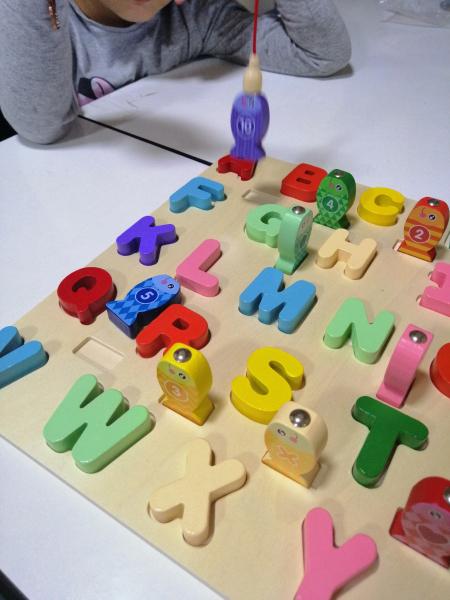 Joc Lemn Puzzle Litere si Joc de Pescuit  - Joc Puzzle Lemn Litere Mari 2 in 1 5