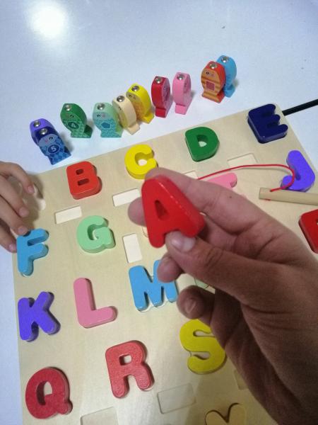 Joc Lemn Puzzle Litere si Joc de Pescuit  - Joc Puzzle Lemn Litere Mari 2 in 1 6