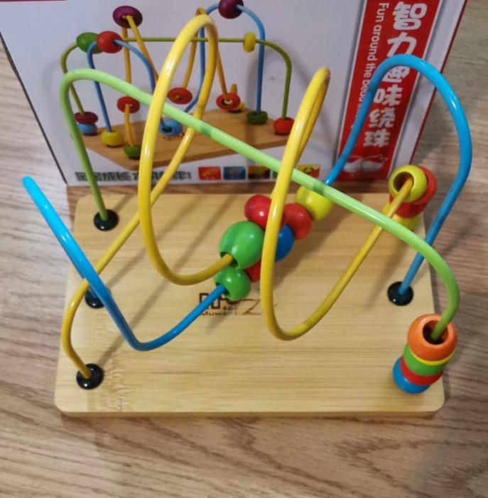Jucarie din lemn  labirint cu bile si forme [1]