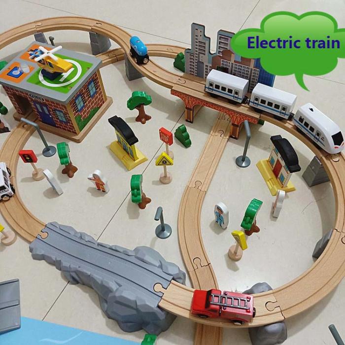 Set Mare Circuit de Tren din lemn cu poduri si Tren electric [1]
