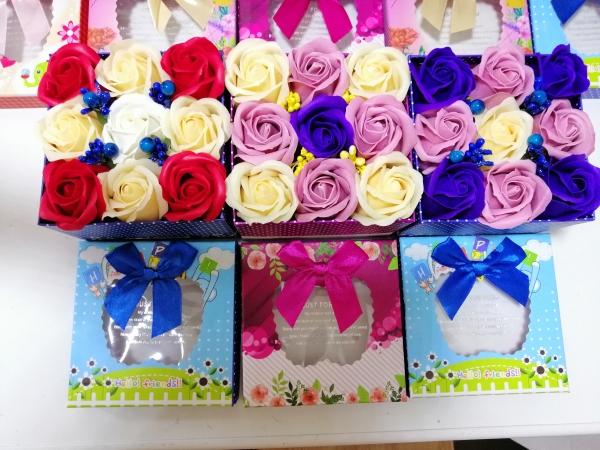 Trandafiri de sapun in cutie cadou -Aranjamente Trandafir de sapun parfumati 2