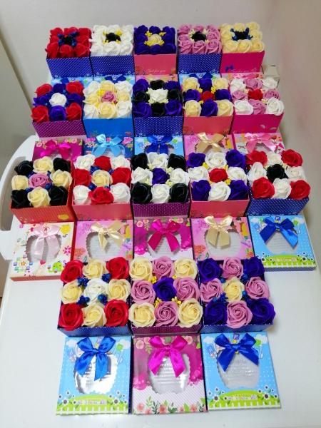Trandafiri de sapun in cutie cadou -Aranjamente Trandafir de sapun parfumati 0