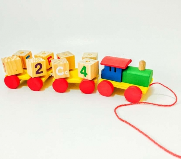 Tren din Lemn cu Cuburi Rotative Cifre si Litere 5