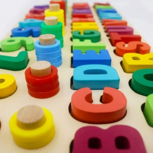 Set Puzzle din Lemn Montessori sa invatam Alfabetul si Cifrele 4 in 18