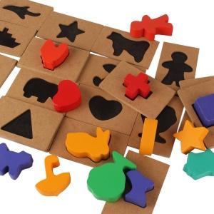 Puzzle din Lemn Blocuri Colorate si Decupaje Pigloo1