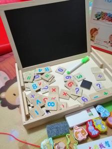 Tabla de Scris din Lemn 2 in 1 - Tabla Magnetica de Lemn Copii cu Ceas1