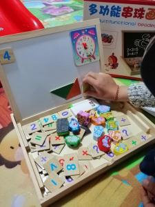 Tabla de Scris din Lemn 2 in 1 - Tabla Magnetica de Lemn Copii cu Ceas5