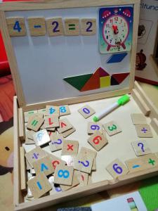 Tabla de Scris din Lemn 2 in 1 - Tabla Magnetica de Lemn Copii cu Ceas3