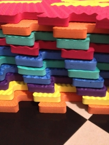 Set puzzel 10 piese cu fructe si legume - Covoras puzzle fructe si legume2