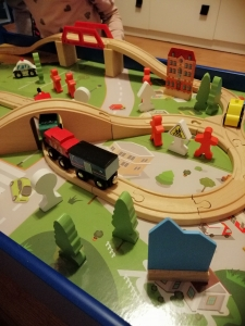 Masuta din Lemn Oraselul cu Tren si Accesorii15