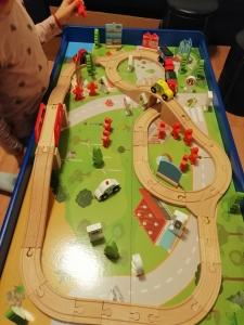Masuta din Lemn Oraselul cu Tren si Accesorii11