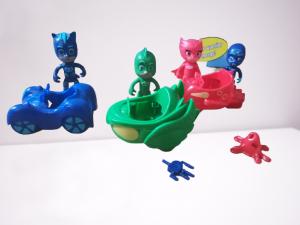 Set figurine cu masinute Eroii in Pijama1