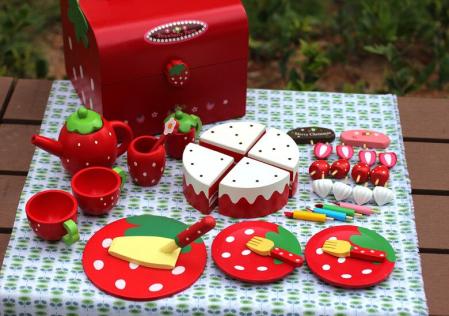 Set din lemn Cutia de picnic Capsuni Ceai si Tort7