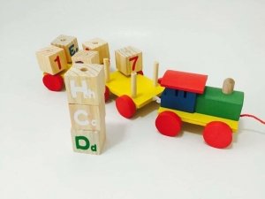 Tren din Lemn cu Cuburi Rotative Cifre si Litere4