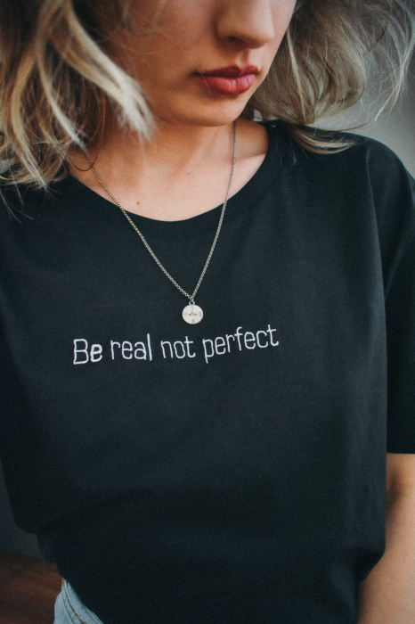 Tricou organic Be real not perfect brodat 2