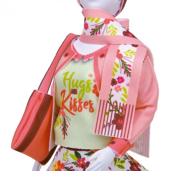 Atelierul de creatie vestimentara floral Couture, Dress Your Doll 3