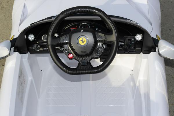 Masinuta electrica Ferrari F12 1x 25W STANDARD 12V #Alb 6