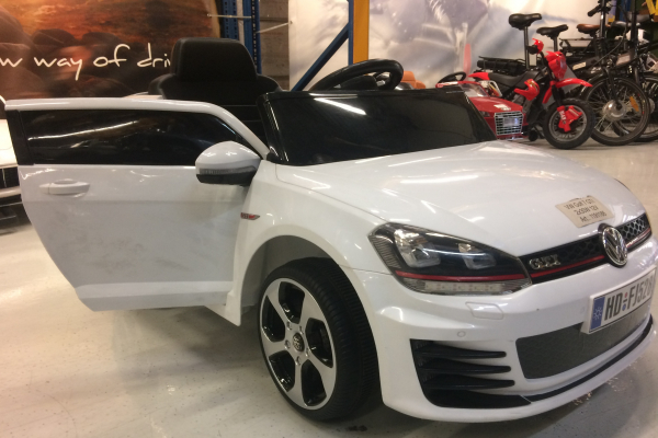 Masinuta electrica pentru copii VW Golf GTI, alb 4