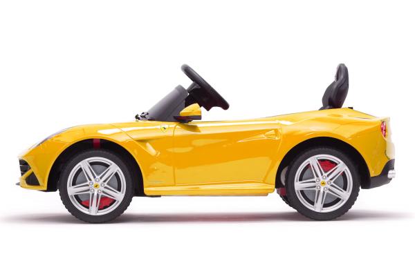 Masinuta electrica Ferrari F12 galben, 25W, pentru copii 4
