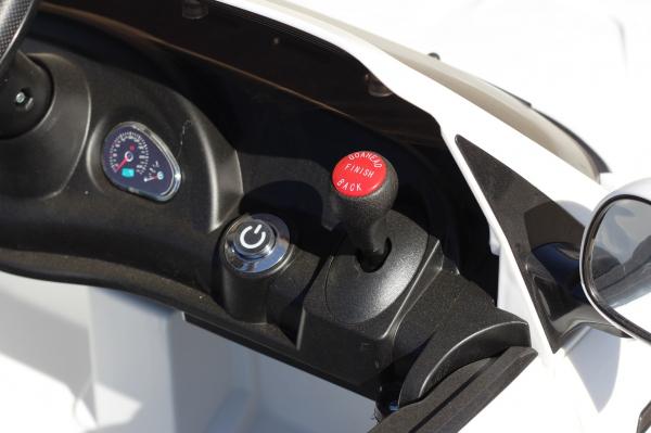 Masinuta electrica Maserati Kids CU ROTI MOI 2x 35W 12V #Alb 8