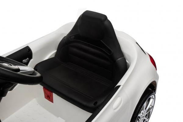 Masinuta electrica Mercedes GLA 45 2x30W STANDARD #Alb 7