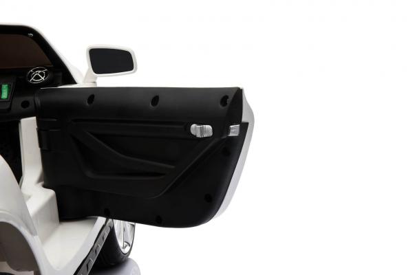 Masinuta electrica Mercedes GLA 45 2x30W STANDARD #Alb 9