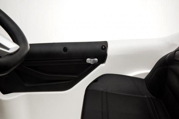 Masinuta electrica Mercedes GLA 45 2x30W STANDARD #Alb 6
