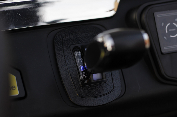 Kinderauto Mercedes UNIMOG STANDARD 2x45W 12V #Rosu 7
