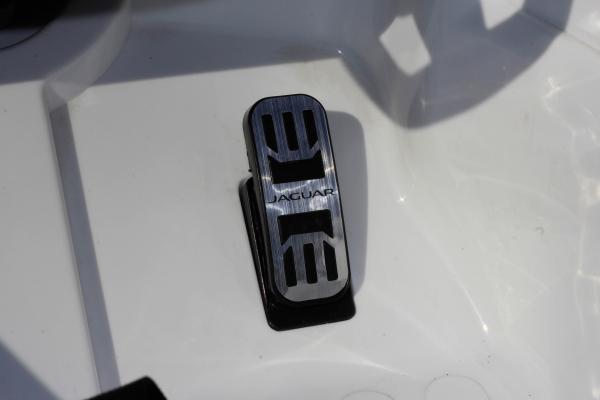 Masinuta electrica Jaguar F Type cu ROTI MOI 2x 35W 12V #ALB 11