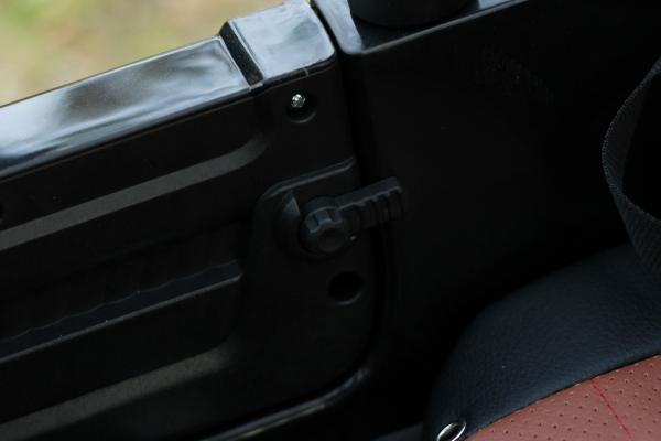 Masinuta electrica Jeep BRD-7588 90W 12V cu Scaun Tapitat #Negru 9