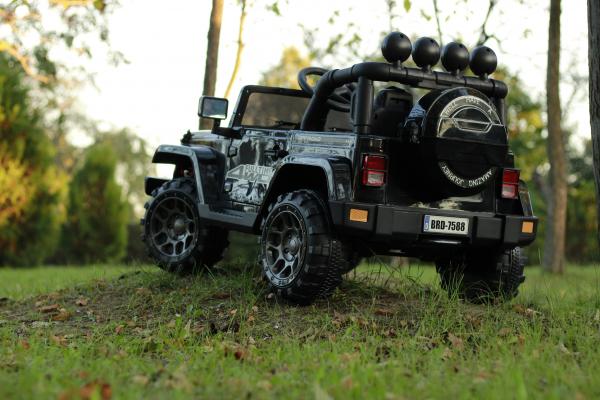 Masinuta electrica Jeep BRD-7588 90W 12V cu Scaun Tapitat #Negru 4