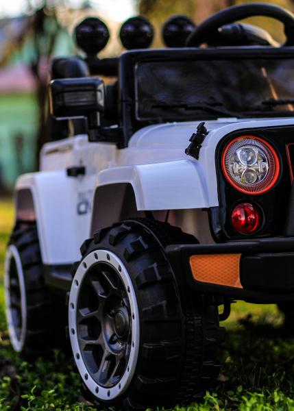 Masinuta electrica Jeep BRD-7588 90W 12V cu Scaun Tapitat #Alb 13
