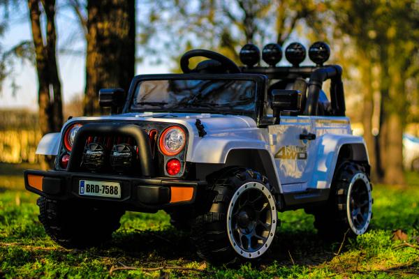 Masinuta electrica Jeep BRD-7588 90W 12V cu Scaun Tapitat #Alb 3