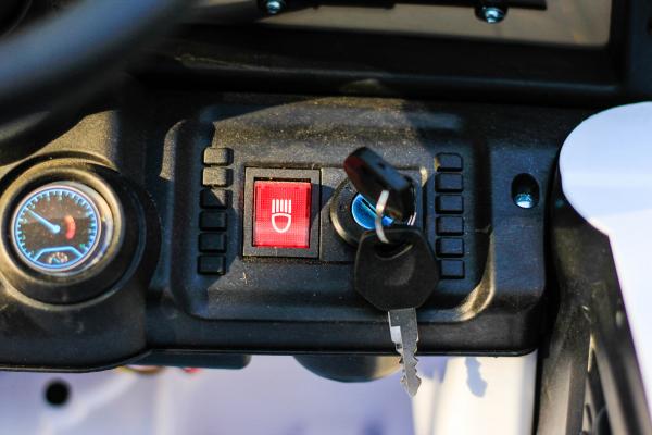 Masinuta electrica Jeep BRD-7588 90W 12V cu Scaun Tapitat #Alb 9