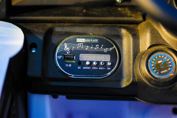 Masinuta electrica Jeep BRD-7588 90W 12V cu Scaun Tapitat #Alb 7